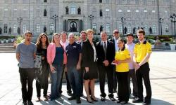 photo of workers in front of Quebec Assembly